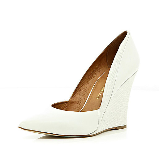 White contrast snake panel pointed wedges