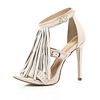 Beige fringed buckle sandals
