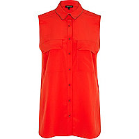 Red sleeveless collar trim shirt