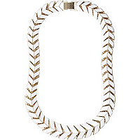 White arrow link short necklace