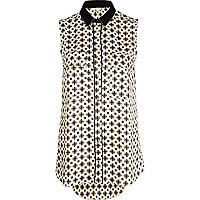 Black geometric print sleeveless shirt