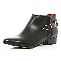 Black pointed western shoe boots