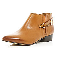 Brown pointed western shoe boots