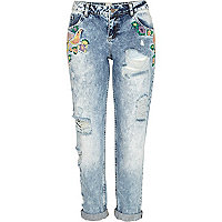 Light wash embroidered Cassie boyfriend jeans