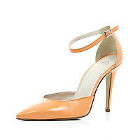 Light orange two-part pointed court shoes