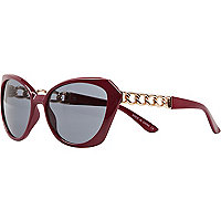 Red chain insert cat eye sunglasses