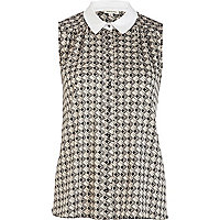 Grey diamond print sleeveless shirt