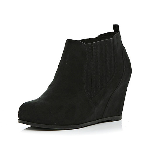 Black elasticated gusset wedge boots