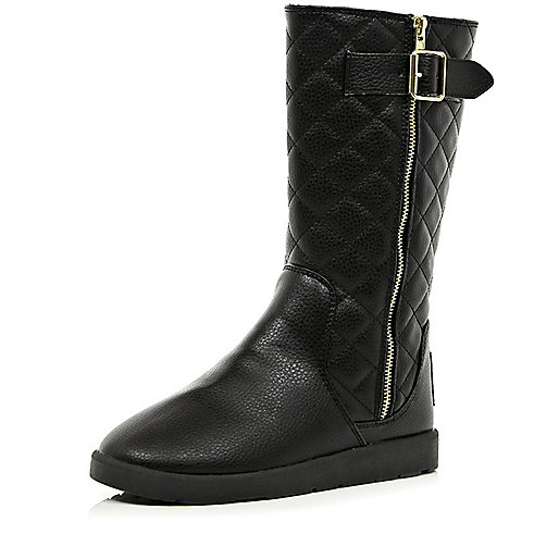 Black faux fur lined quilted boots