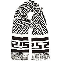 Black and white chevron print blanket scarf