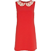 Red daisy collar shift dress