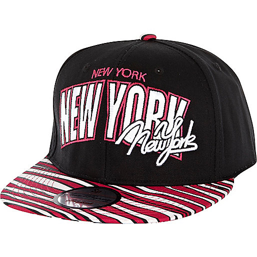 Black New York print trucker hat