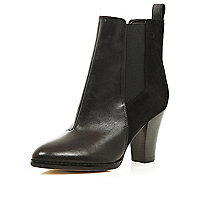 Black two-tone gusset pointed boots