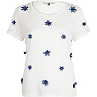 White 3D flower embellished t-shirt