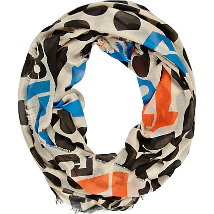 Cream spot and number print snood