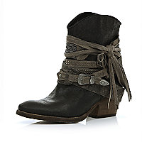 Black wrapped buckle western ankle boots