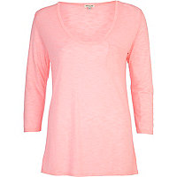 Coral scoop neck 3/4 sleeve t-shirt