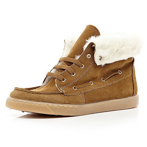Brown faux fur lined boat boots
