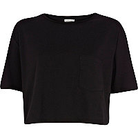 Black patch pocket cropped t-shirt