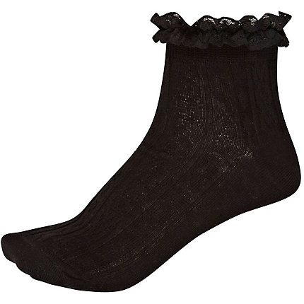 Black cable knit frilly ankle socks