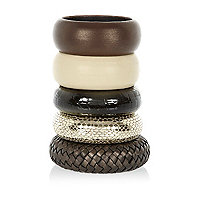 Brown leather textured bangle pack