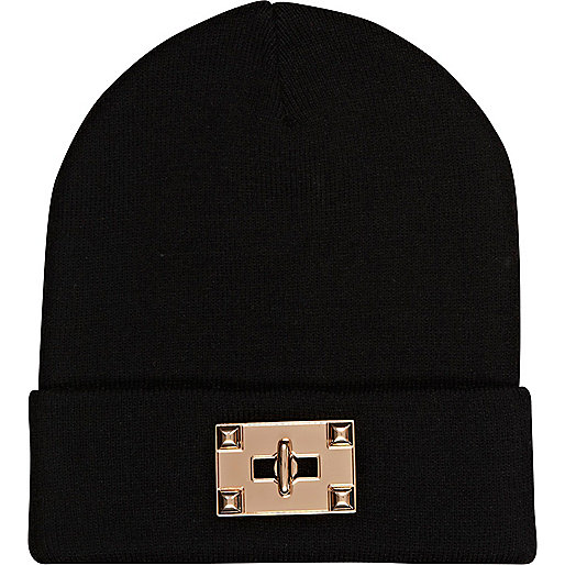 Black twist lock beanie hat