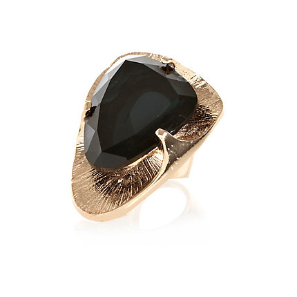 Black gem stone cocktail ring