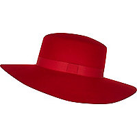 Red ribbon trim shaker hat