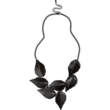Black short leaf necklace