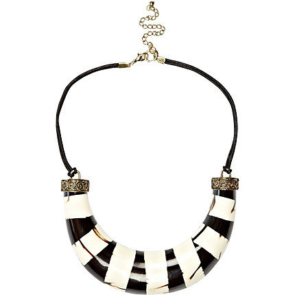 Black and white stripe curved bar necklace
