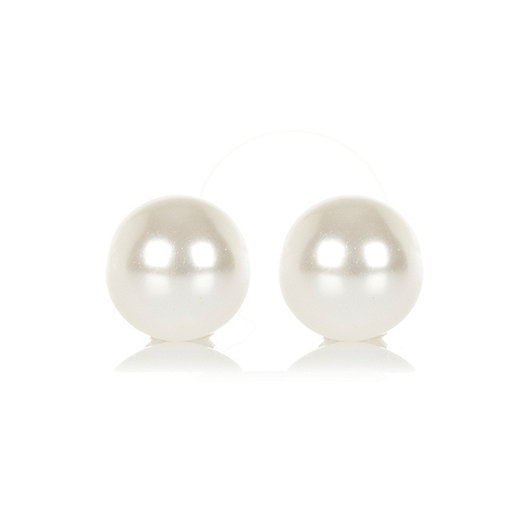 Cream faux pearl stud earrings