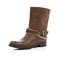 Light brown chain trim biker boots