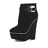 Black metal plate wedge boots