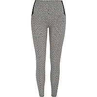 Black and white geometric print leggings