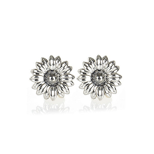 Silver tone daisy stud earrings