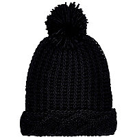 Black chunky cable knit beanie hat