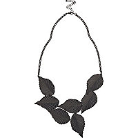 Black leaf repeat necklace
