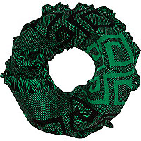 Green border pattern snood