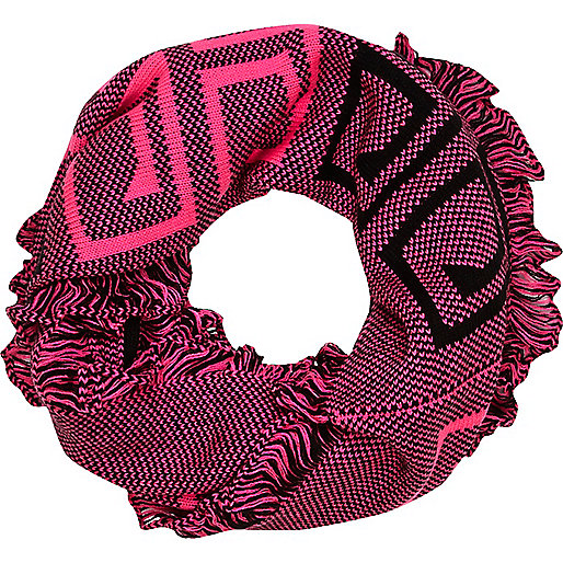 Pink border pattern snood