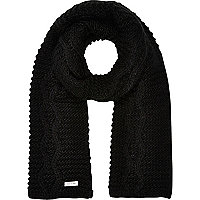 Black chunky cable knit scarf