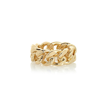 Gold tone curb chain ring