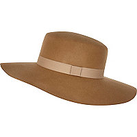Beige ribbon trim shaker hat