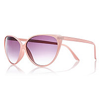 Light pink cat eye sunglasses