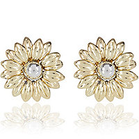 Gold tone daisy stud earrings