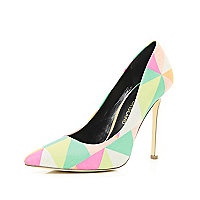 Coral geometric print pointed court shoes