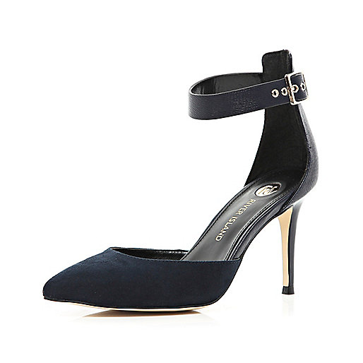 Navy pointed court shoes