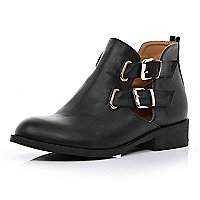 Black cut out buckle side Chelsea boots