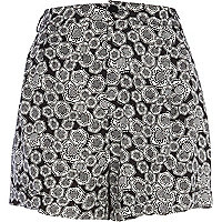 Black and white hexagon print shorts