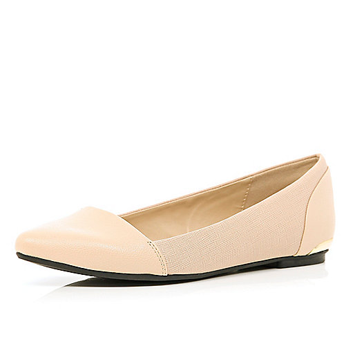 Light pink textured pointed ballet pumps