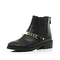 Black curb chain trim Chelsea boots